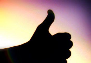 https://commons.wikimedia.org/wiki/File:Thumbs_up_by_Wakalani.jpg?uselang=lt